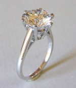 Solitaire ring made of 750 white gold and a 3 carat diamond